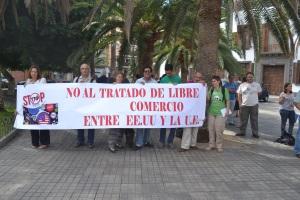 concentración frente a la Delegación del gobierno español.